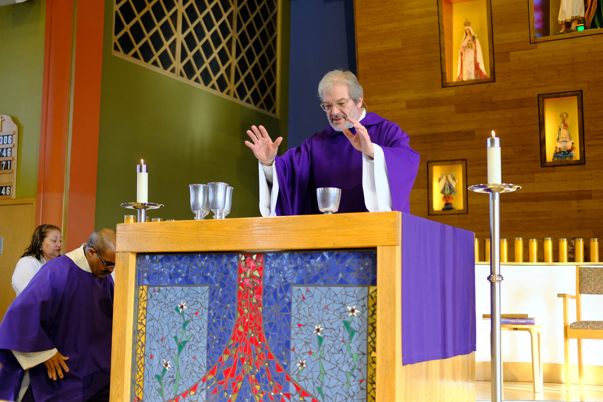 Father Steve Cron celebrates Mass