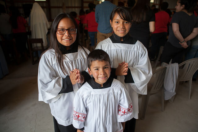 children-alter-servers-hispanic
